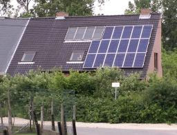 House fitted with thermodynamic and photovoltaic panels